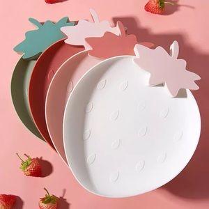 Strawberry feeding dish